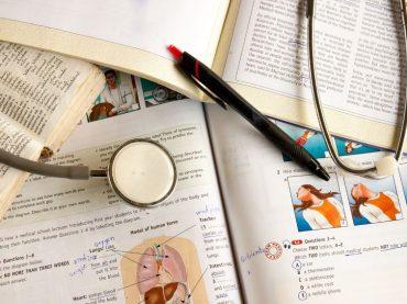 Commissario al test di Medicina otto volte: i consigli del professore Vincenzo Nigro agli aspiranti dottori